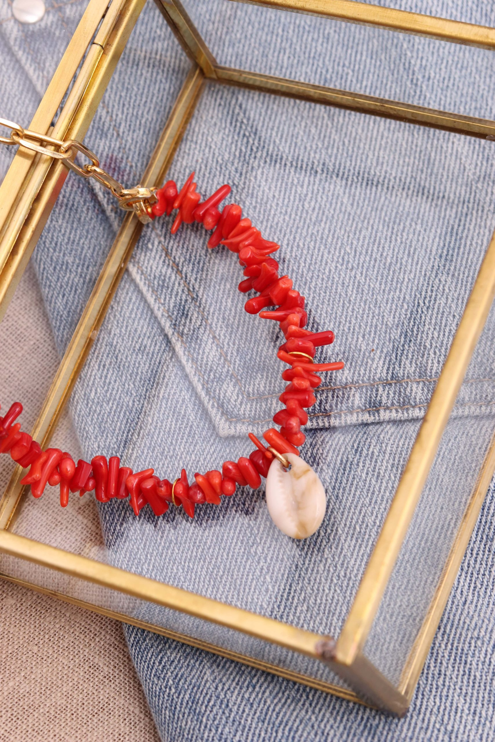 collier en perle coquillage rouge
