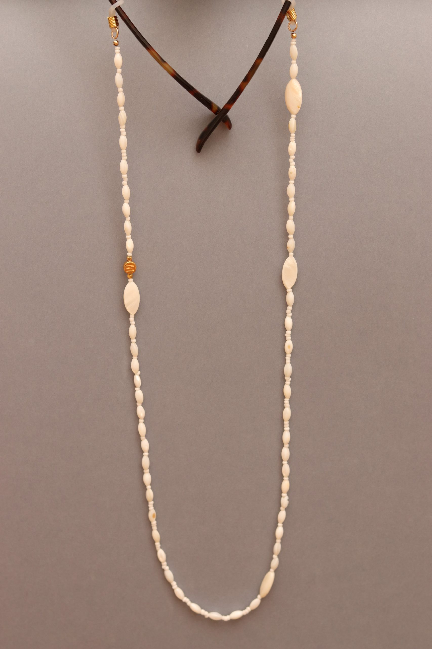 mother-of-pearl glasses chain le blanc